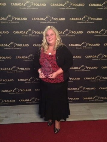 Leslie receives Excellence Award for Community